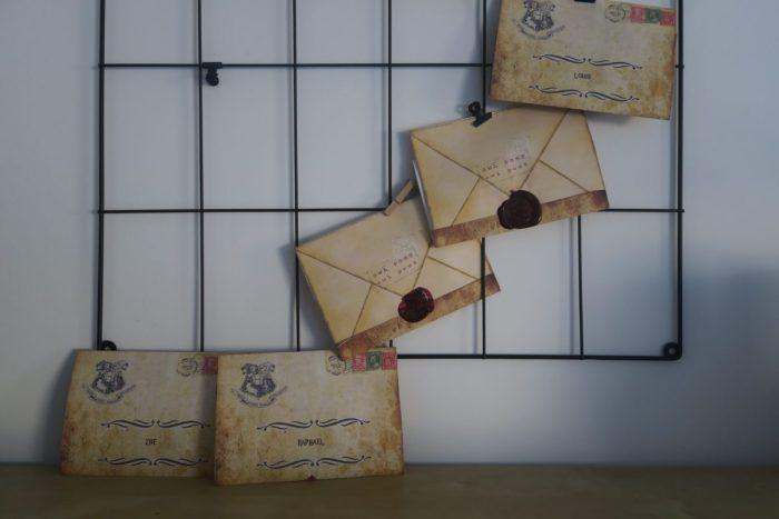 Les invitations pour un anniversaire Harry Potter. Lettre d'admission pour l'école de sorcellerie Poudlard.