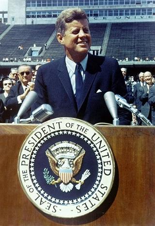 Premier Homme Sur La Lune 1961 : premier, homme, L'Homme, Marchait