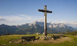 Kereszt hegyekkel