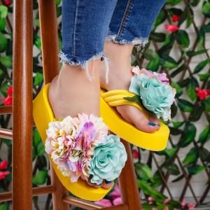 Papuci dama galbeni cu platofrma si flori maxi aplicate