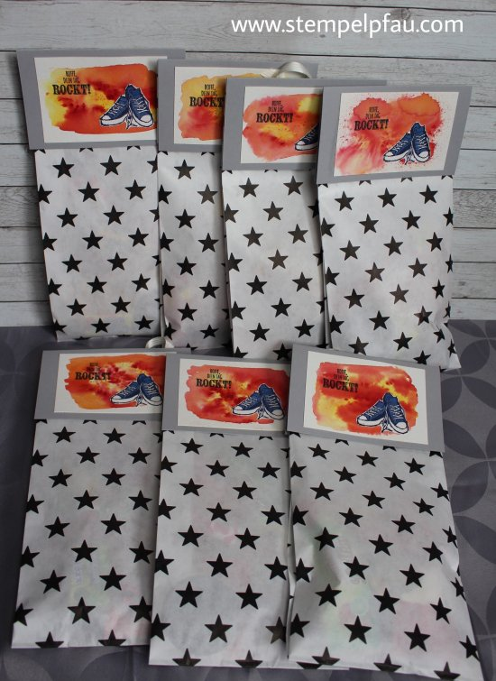 Echt Cool trifft auf Brusho. Geburtstagstüten mit Stampin' Up! Produkten gebastelt.