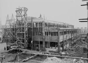 Sådan så selve byggeriet af værftshallen sig ud i 1918, da det blev etableret.