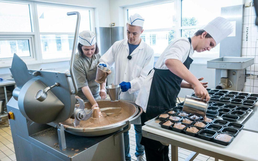 Slagter- og kokkeelever får nu nu også undervisning i mad med insekter