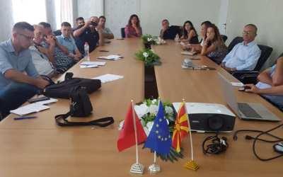 Në Elbasan u mbajt seancë informuese për thirrjen për grante të vogla veprimi