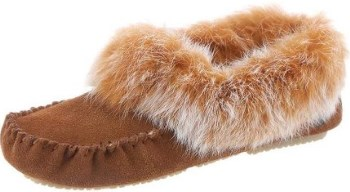 Bearpaw Women's Kacey Sheepskin Slip On Slipper Review