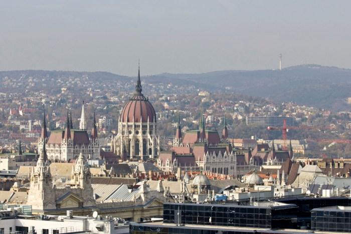 7. Вид на Парламент Венгрии с купола базилики святого Иштвана