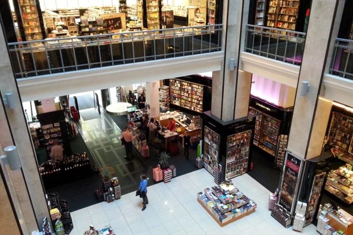 12. Внутри книжного магазина Александра на проспекте Андраши