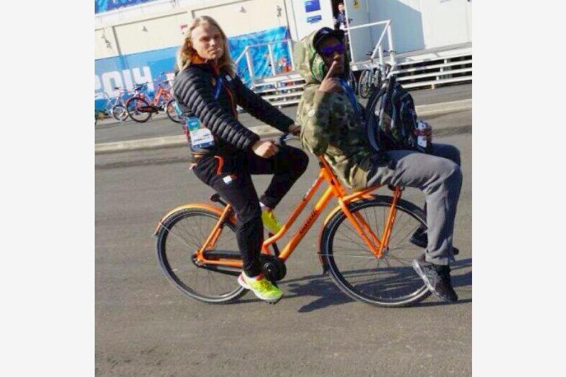 2014.02.10 - 07 - Ещё один пример альтернативного использования велобагажника (Twitter, Koen Verweij)