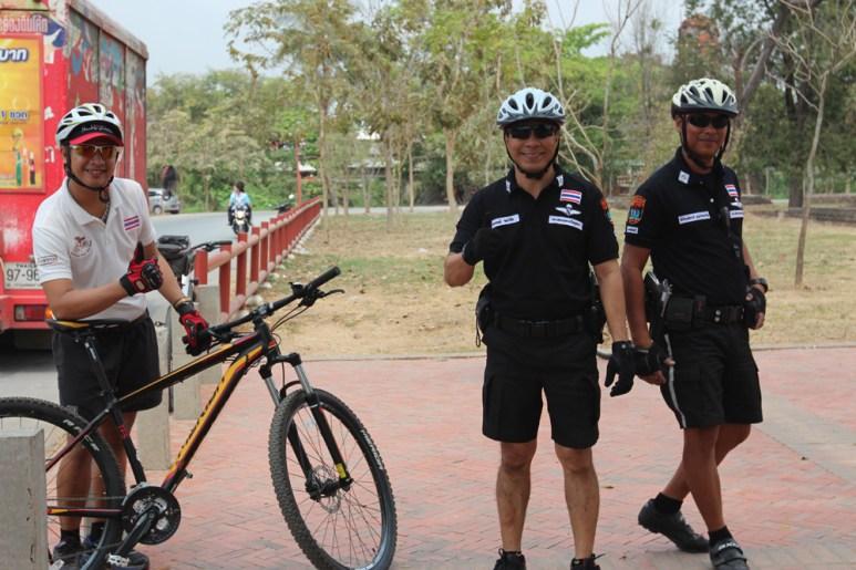 2014.06.23 - 01 - Полицейские-велосипедисты в Таиланде