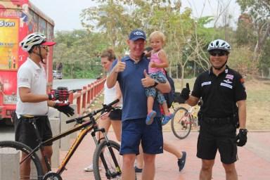 2014.06.23 - 02 - Таиланд. Полицейские на велосипедах