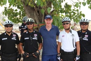 2014.06.23 - 05 - Полицейские Таиланда на велосипедах