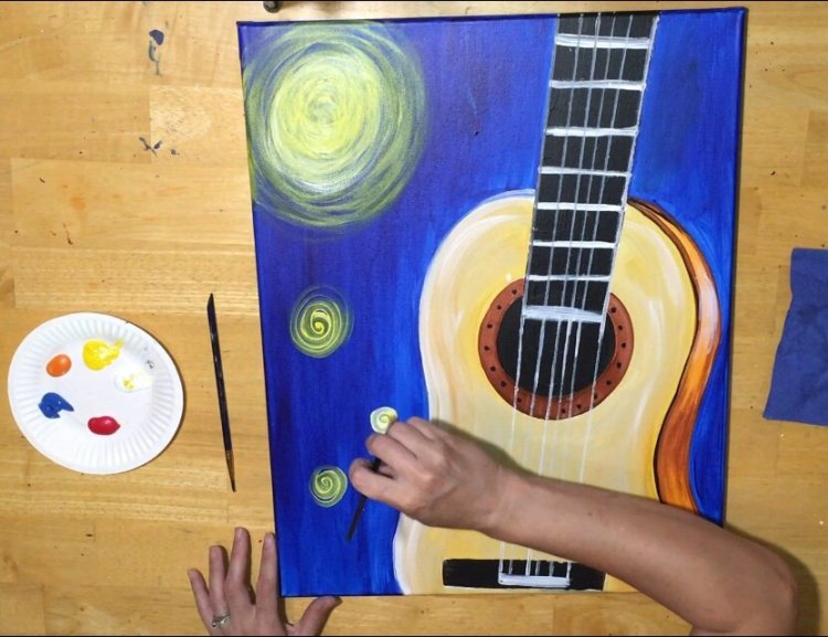 Starry Night Guitar Painting. Beginners and KIDS can learn how to do a guitar canvas painting step by step. Full tutorial has process pictures, a traceable and a video. Kids Canvas Painting, Beginner Canvas Painting, Acrylic Painting, Acrylic Painting Ideas, #stepbysteppainting #traciekiernan #starrynight