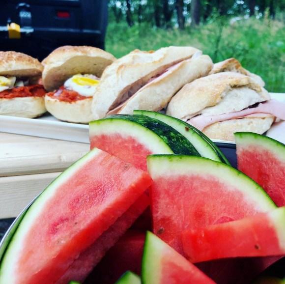 Lunch met fruit tijdens steppen