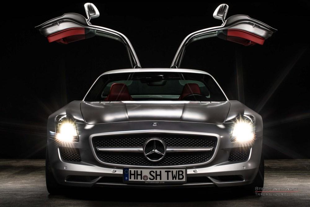 Mercedes-Benz AMG SLS, Ansicht von vorn, Flügeltüren offen, Autofotograf: Stephan Hensel, Oldtimerfotograf, Hamburg