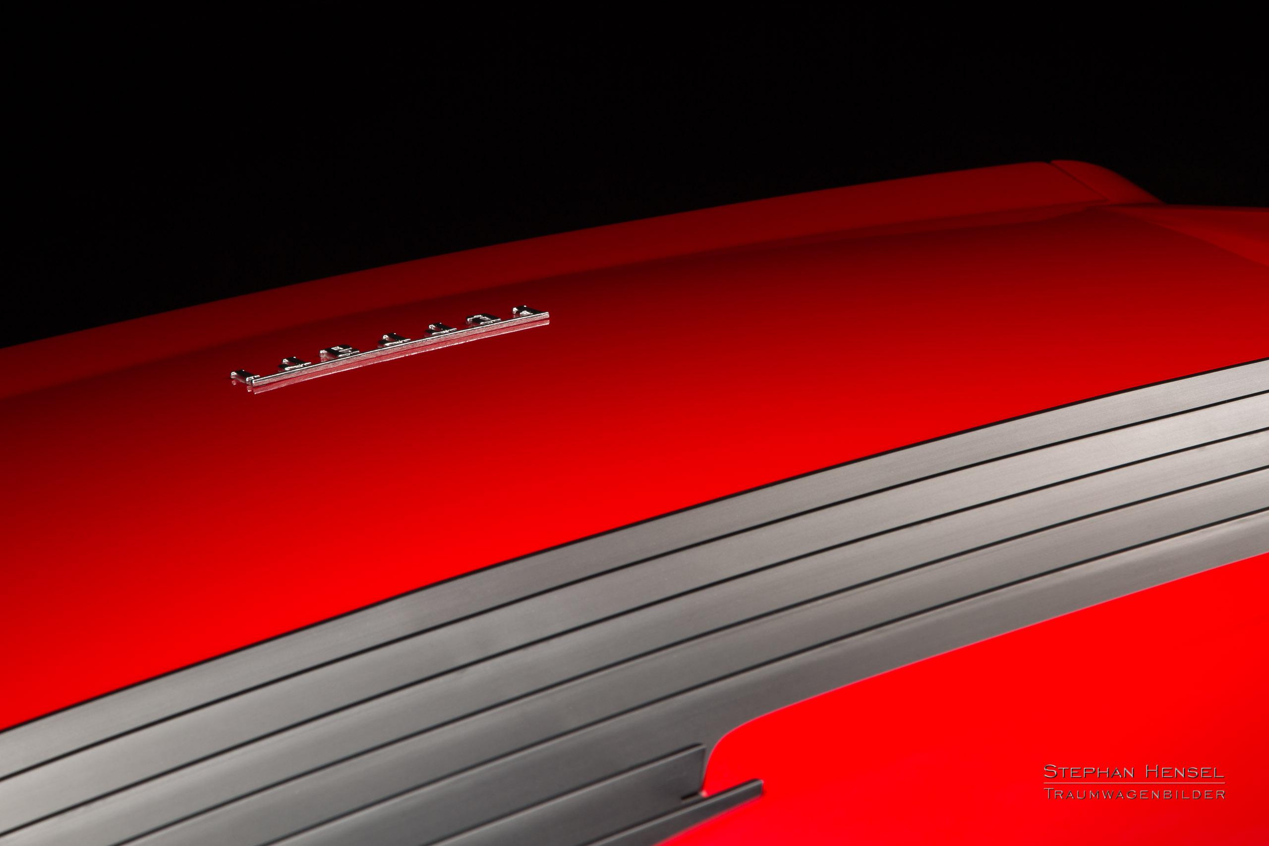 Ferrari 328 GTB, Detailansicht Heckklappe, Lüftungsschlitze, Autofotograf: Stephan Hensel, Oldtimerfotograf, Hamburg