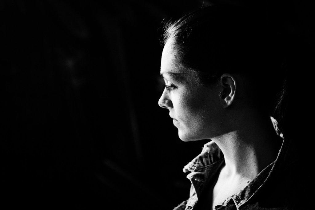 Saskia Mono Portrait