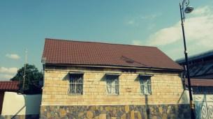 Sonst würde es so aussehen. Neues Blechdach in Ziegeloptik in Helenendorf (Göygöl, AZ)