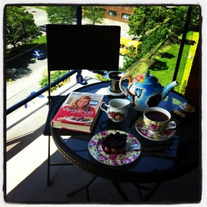 Perfect vegan breakfast on my terrace (complete with leftover dessert from Invitation V).