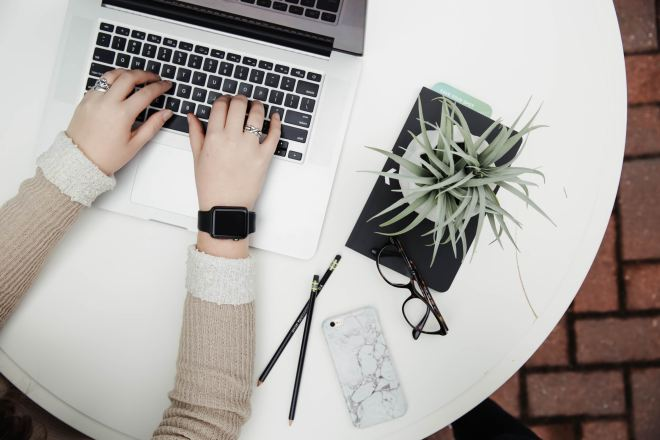If you want to make sure you stay happy and healthy when blogging, take a look at these common desk job health problems and what you can do to avoid them.