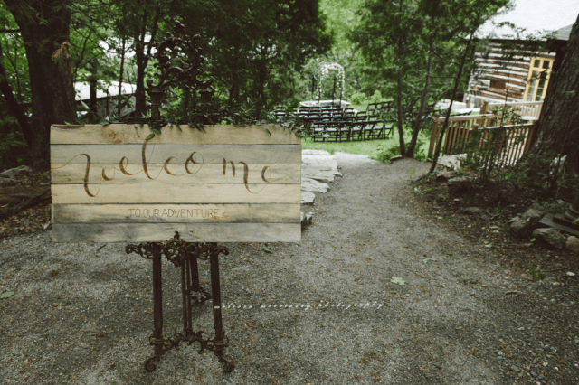 wedding photo gatineau marriage ceremony wood welcome sign grange de la gatineau