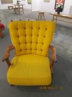 Fauteuil jaune guillerme et chambron,,année 50 proposé par la galerie 9 au prix de 1000 euros