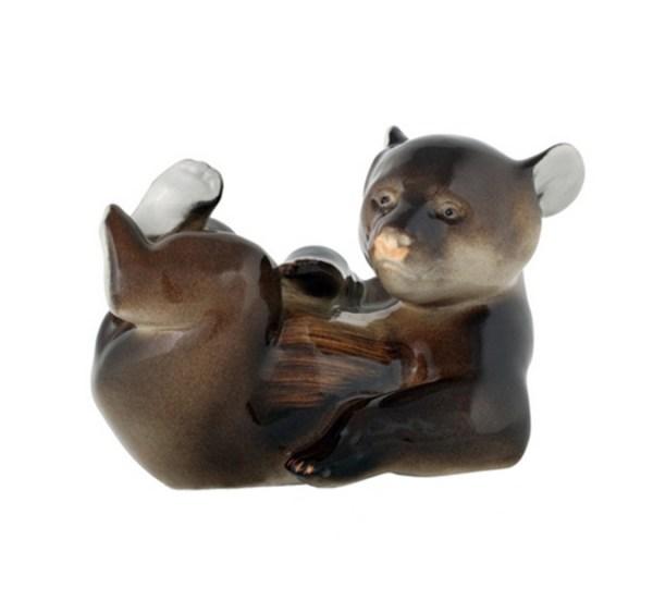 Figurine Bear cub lying