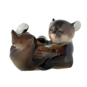 Figurine Bear cub lying