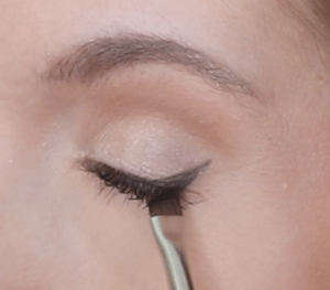 Winged liner for hooded eyes