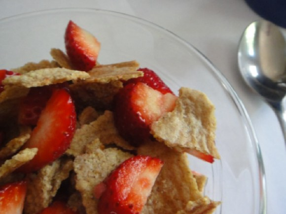 Whole grain cereal and strawberries