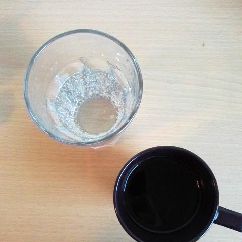 Ohne Kaffee und Wasser ist kein Frühstück komplett.