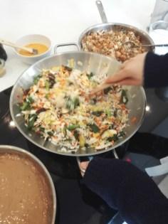 Und zum Gemüse noch ein bisschen Reis hinzu.