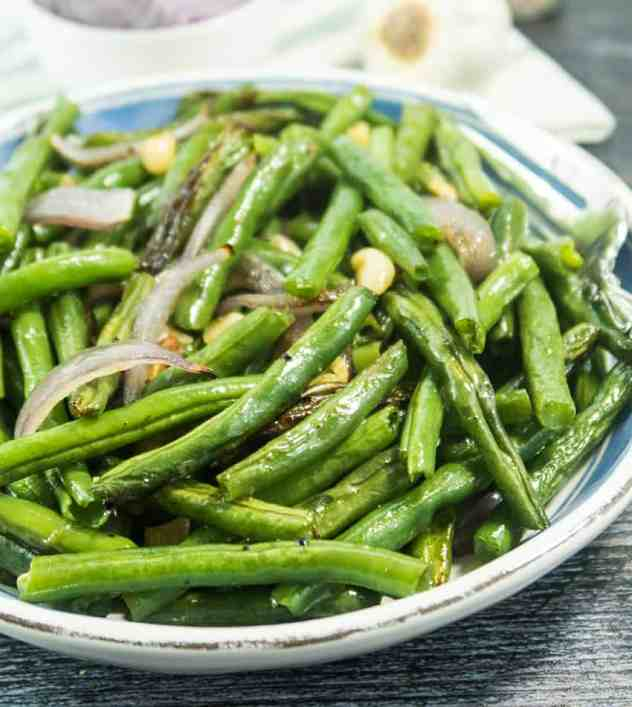 Garlic and Red Onion Roasted Green Beans
