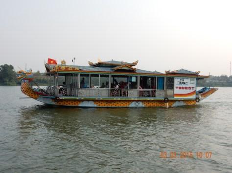 vietnam-hue-dragonboat
