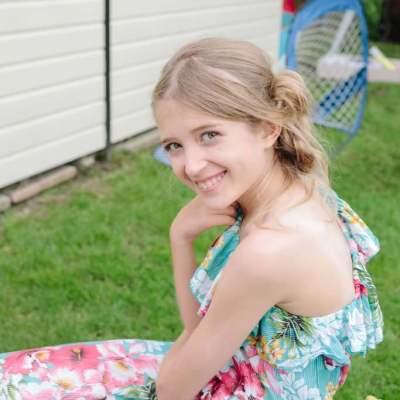 Norfolk wedding photographer – flower girl