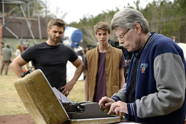 stephen-king-typing-ecrit-under-the-dome