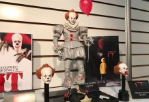 neca grippesou pennywise 2017 scale action figure 02
