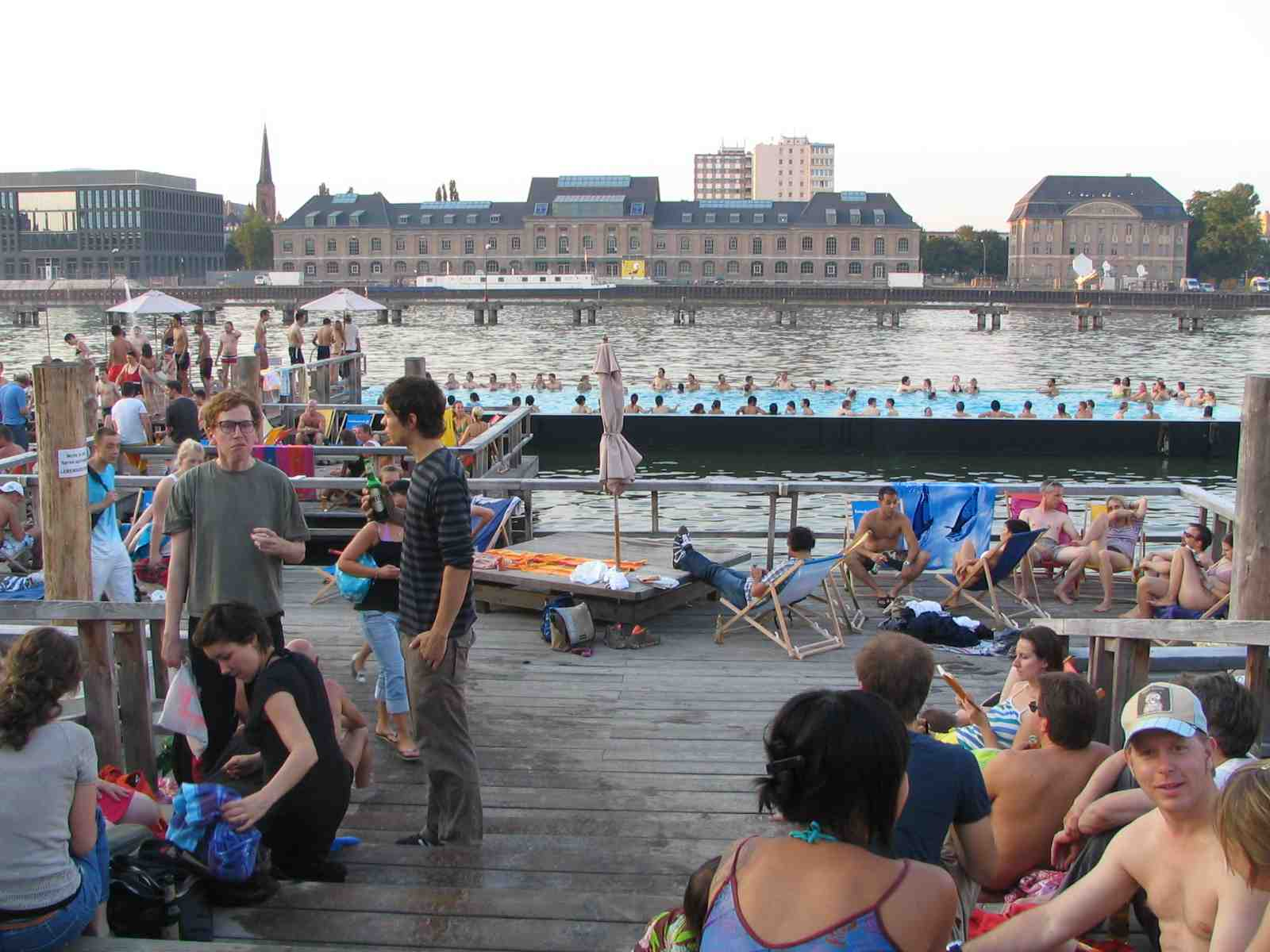 berlin-swiming-barge-2007.jpg