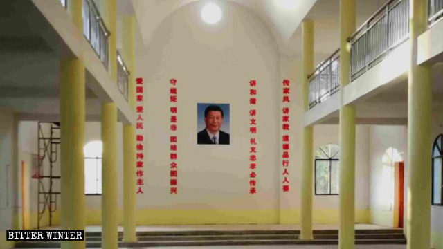 The-portrait-of-Xi-Jinping-hangs-at-the-center