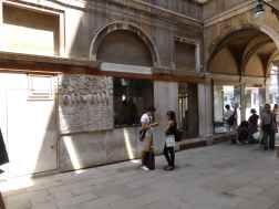 Olivetti Showroom, Venice - Carlo Scarpa 04_Stephen Varady photo ©