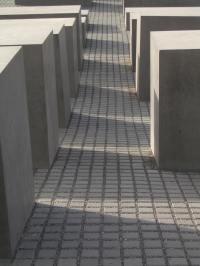 Holocaust Memorial by Peter Eisenman 07_Stephen Varady Photo