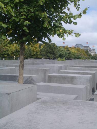 Holocaust Memorial by Peter Eisenman 45_Stephen Varady Photo