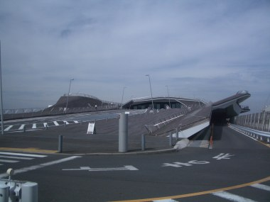 Yokohama Port Terminal by Foreign Office Architects 86_Stephen Varady Photo ©