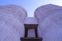 ronchamp-chapel-by-le-corbusier-50_stephen-varady-photo