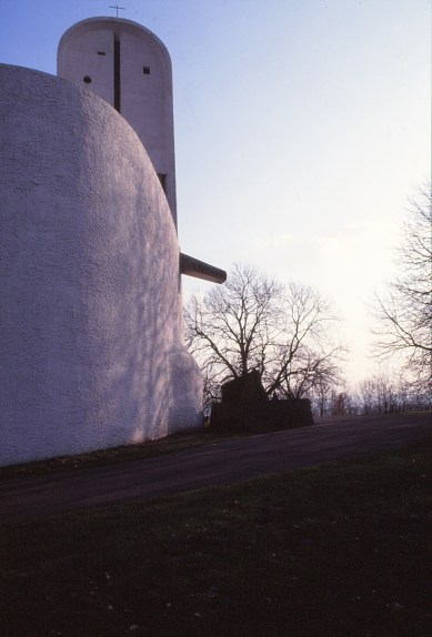 ronchamp-chapel-by-le-corbusier-69_stephen-varady-photo