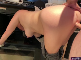 Stepmom is horny and stuck in the oven