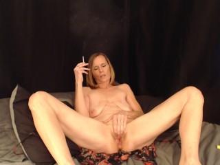 Sexy Milf Smoking  pussy play