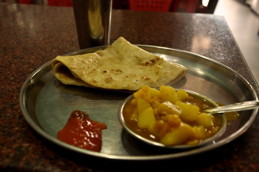 But breakfast usually is not a problem, as the local options reveal almost always a good choice, but in Northeast India this option proved daunting. At Assam was a paratha, served with potato curry and accompanied by a jam