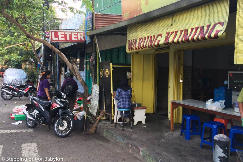 Warung Kuning... just turn right as you come out from Kapong Tourist hostel