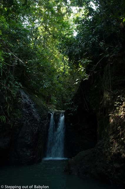 A hidden waterfall that can be reach by a short walk along the rice fields... but you gonna need a guide to reach there!