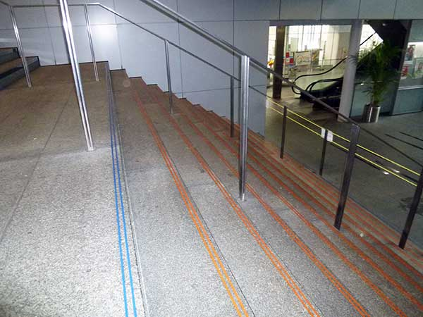 法政大学市ヶ谷キャンパス階段